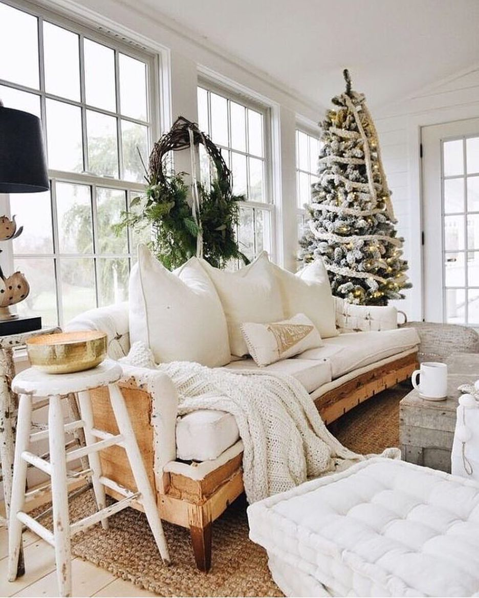 10 how to decorate a small space with christmas charm - Christmas Decorations For Small Spaces