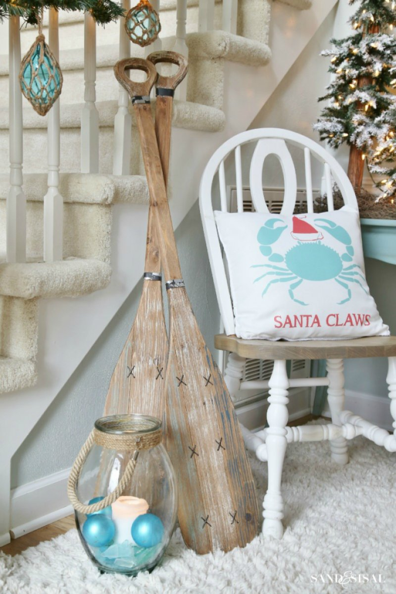 7 rest wooden oars painted blue and white along the stairs for an instant coastal decor