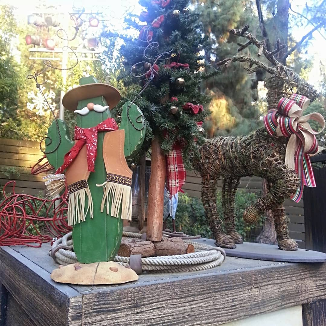 Christmas Decorations For Disneyland: 50 Fantastic Outdoor Christmas Decorations For A Sparkling