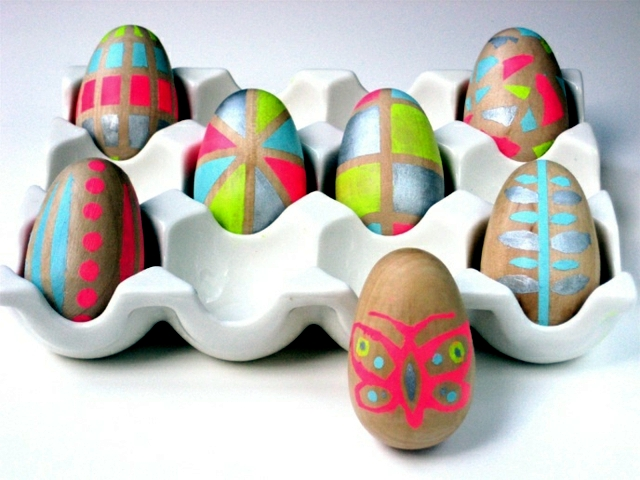 Decorate the eggs with neon colors