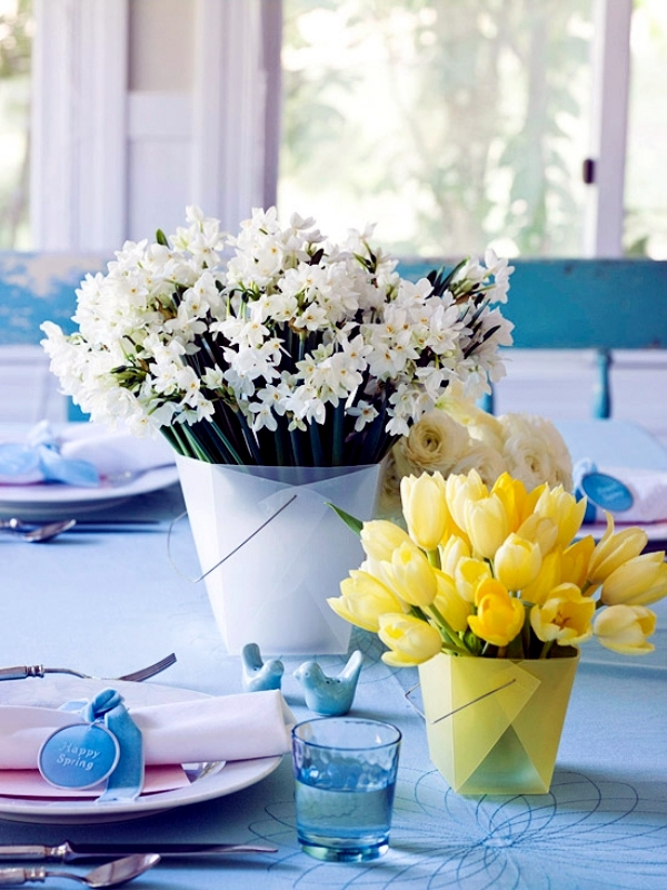 Table decoration for Easter with fresh flowers