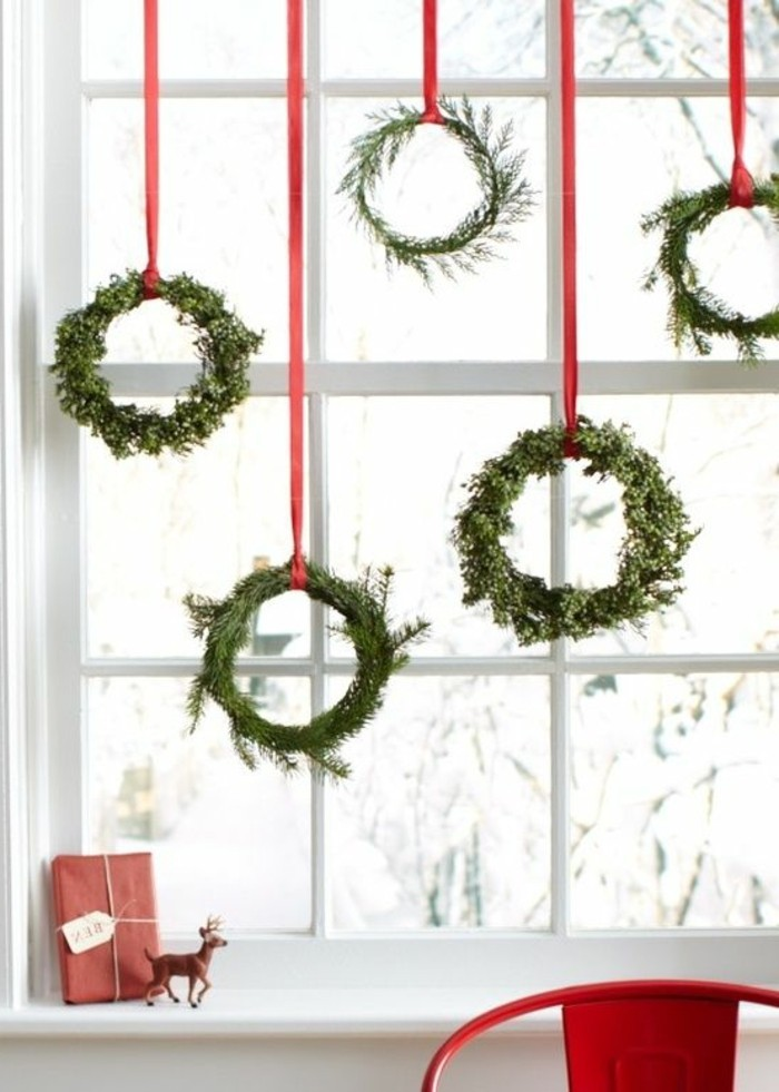 a super simple idea for decorating christmas windows