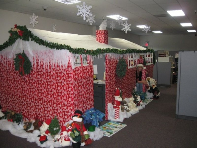 Christmas decorating themes office Hallway office decoration ideas Brilliant Office Christmas Decorating Detectview 60 Gorgeous Office Christmas Decorating Ideas u003e Detectview
