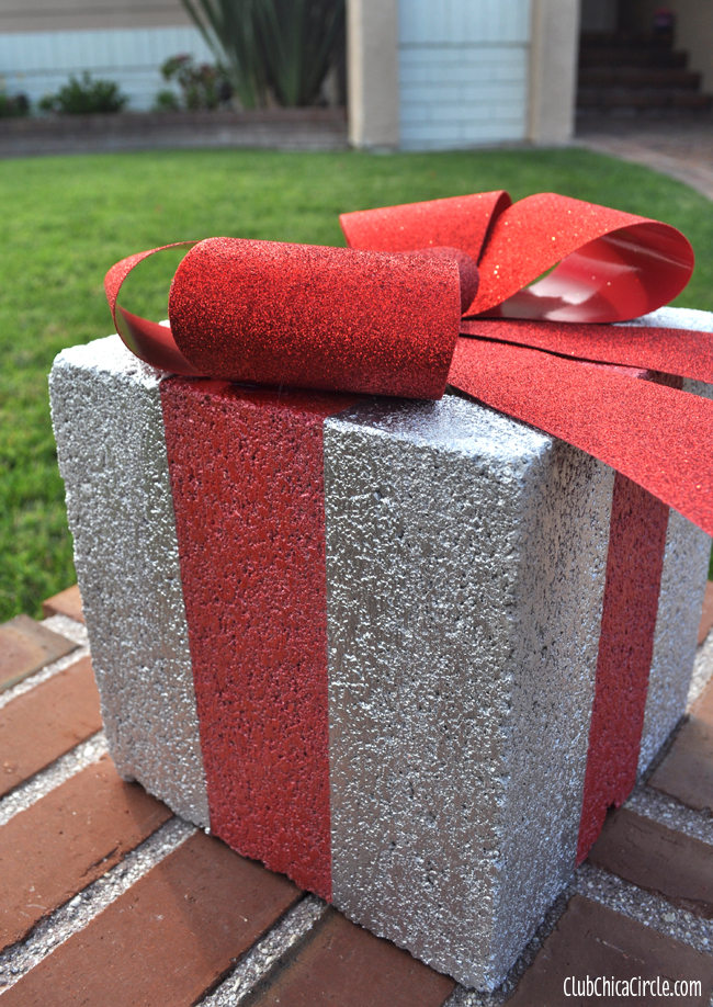 4 cement block christmas presents via chica circle
