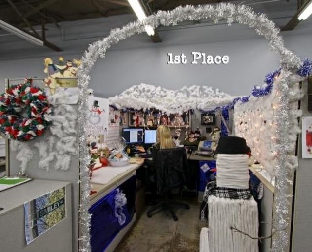contest at my school christmas office decoration ideas christmas cubicle decorating ideas 15