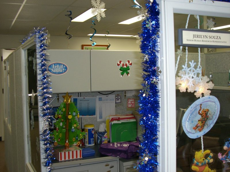 office decoration ideas christmas cubicle decorating ideas 17