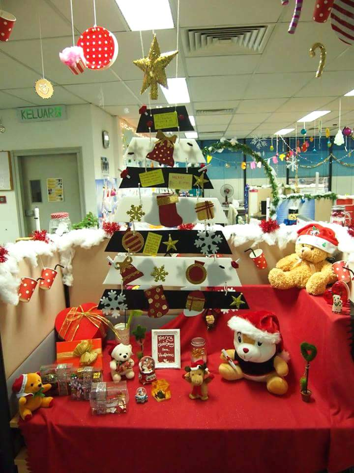 christmas office decoration ideas creatively arrange office tree with lovely festival accessories