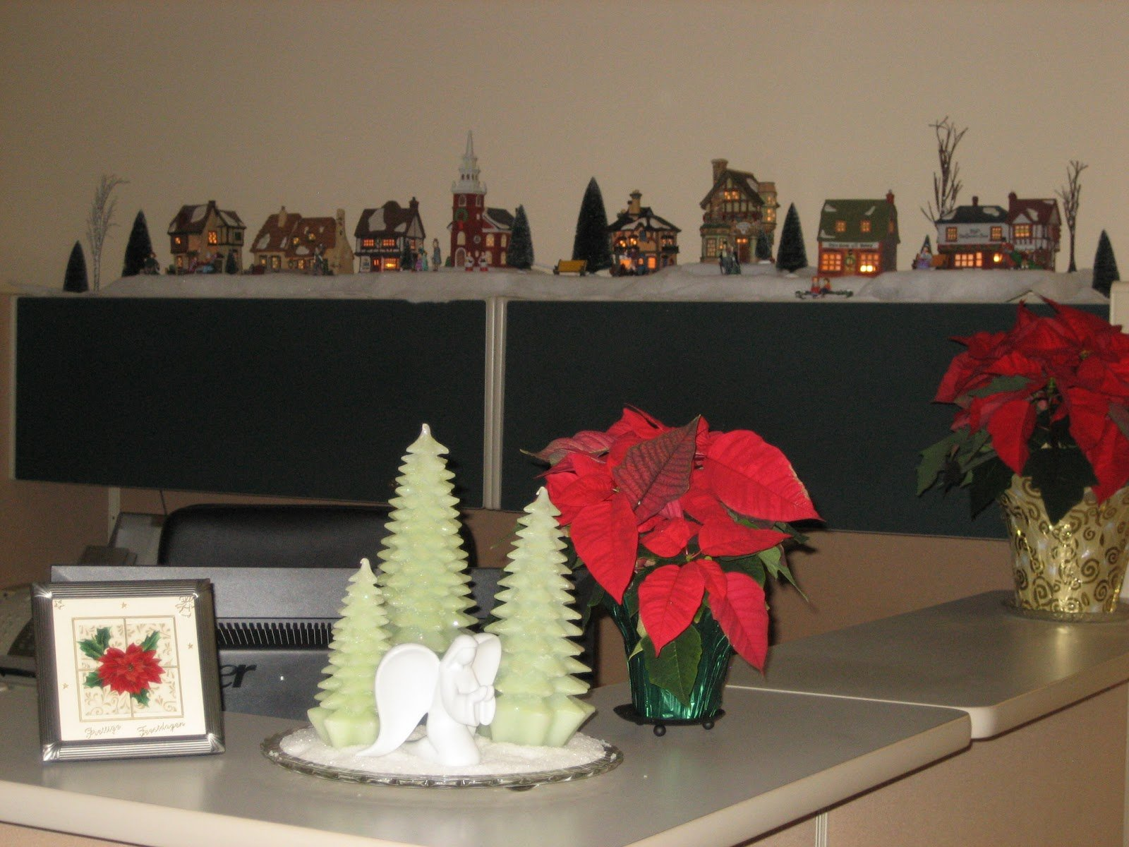 ... #Christmas #Office #Decoration #Ideas Home Office Desk Decoration Ideas  ...