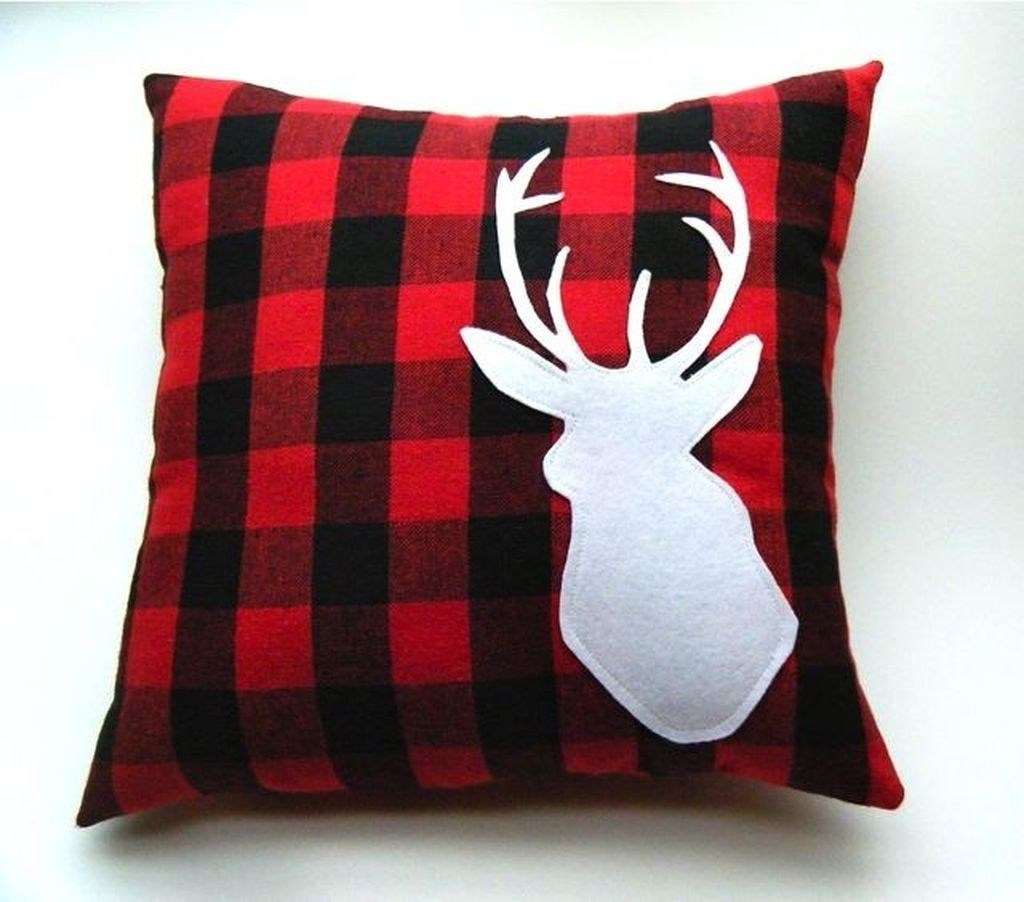 35 Gleaming Red Christmas Throw Pillows Ideas Gt Detectview
